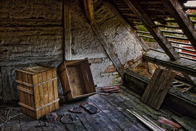 konstruksi kayu atau baja